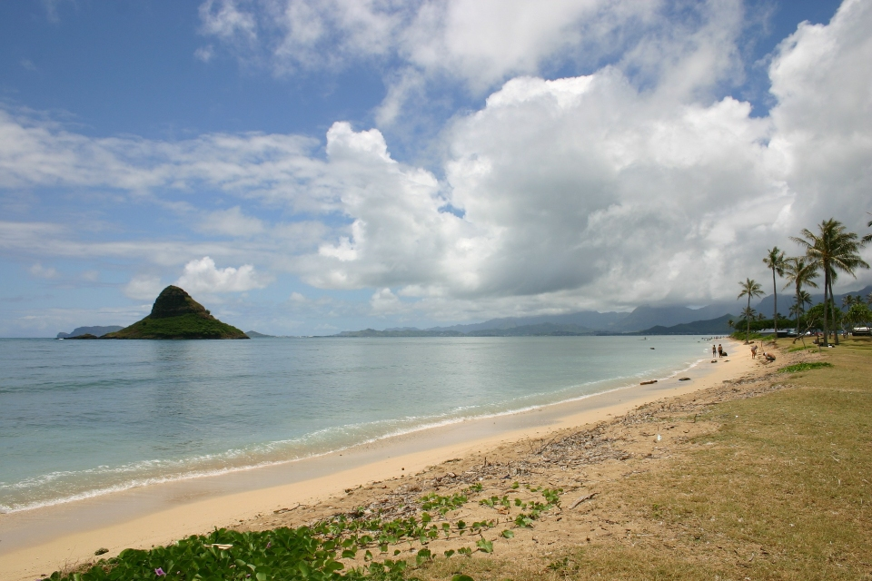 Mokii or Chinaman's hat at the north end of Kane'ohe Bay on Oahu